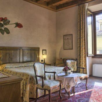 Camera BB Firenze con vista su esterni