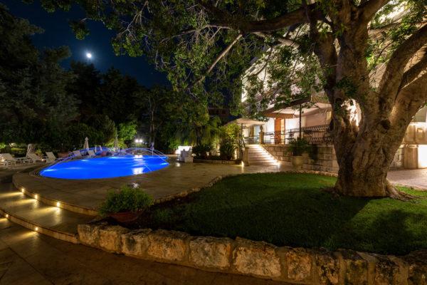 Esterni giardino con piscina